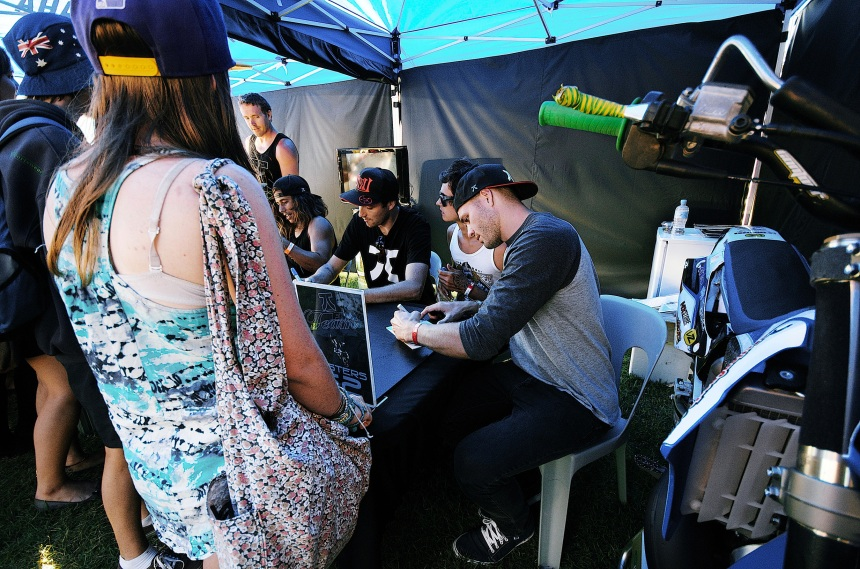signing-tent 032